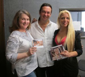 Saxophonist Magdalena Chovacova and guitarist Robert Fertl of Threestyle with syndicated radio host Carolyn Fox.